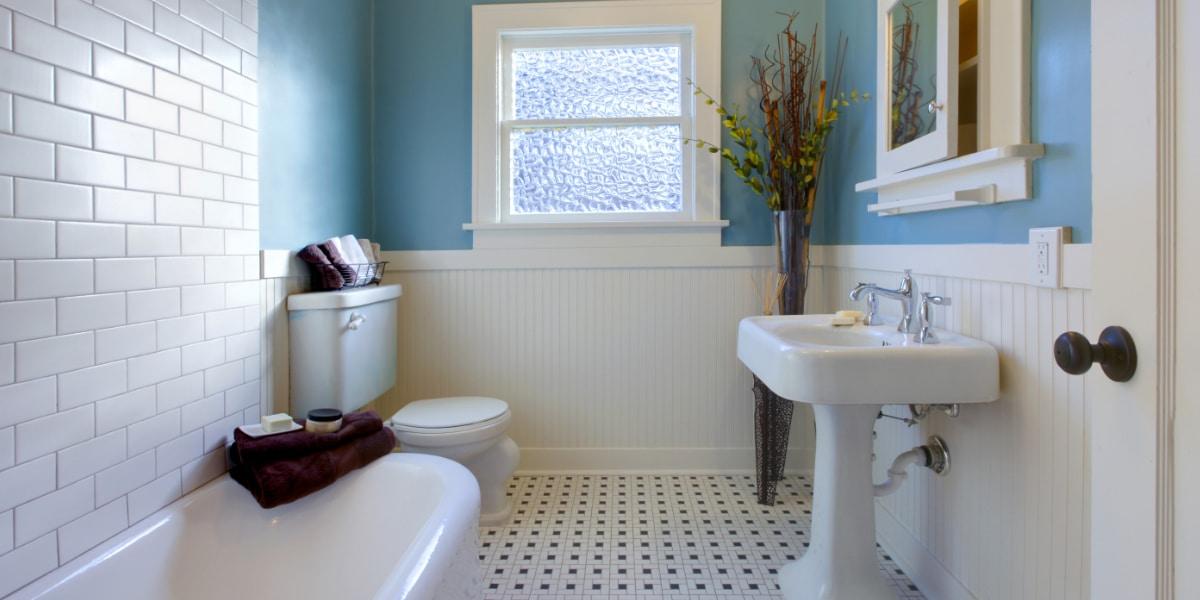 salle de bain blanc bleu